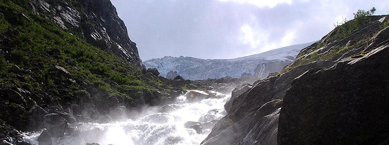 Vol bruisende rivieren en watervallen